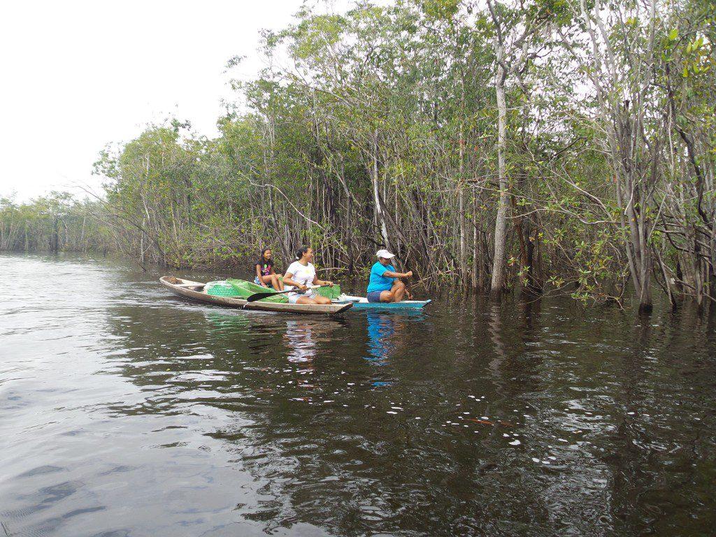 Pesca in canoa sul Rio Negro
